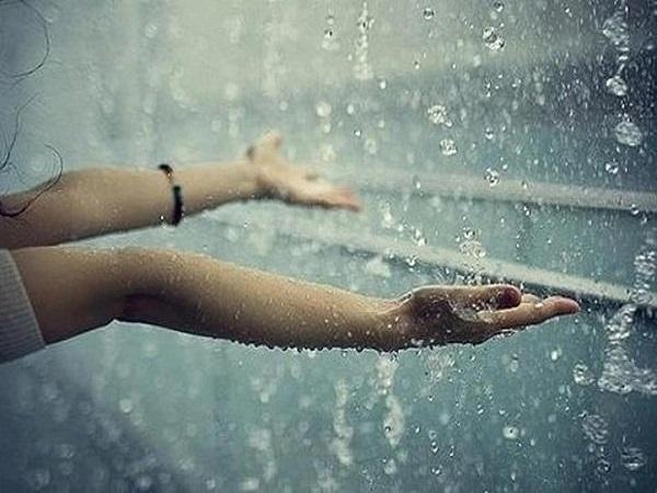 Nằm mơ thấy mưa đánh con gì?